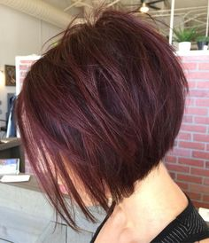 Inverted Burgundy Bob Short Burgundy Hair, Burgundy Bob, Bob Haircuts For Women, Short Bob Haircuts, Red Bob Haircut, Stylish Haircuts, Stacked Bob Hairstyles, Hairstyles Haircuts, Wedding Hairstyles