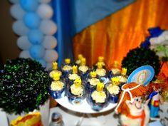 cupcakesde chocolate, ganache de chocolate branco com raspas de limao festa rei davi aniversario intantil