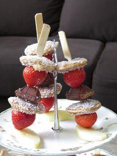 Poffertjes spiesjes met aardbeien