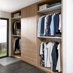 Ha klærne dine på utstilling i en romslig walk-in garderobe! Indian, Dining, Closet, Home Decor, Closet Designs, Food, Armoire, Interior Design, Home Interior Design