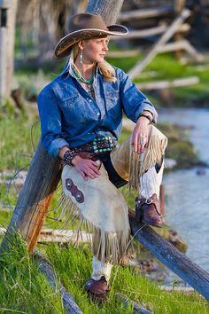 Wyoming Bucking Star In Saddle and Creme