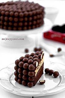 Double chocolate Malteasers cake // Ciasto podwójnie czekoladowe z Malteserami Double Chocolate Cake, Chocolate Malt, Chocolate Sweets, Delicious Chocolate, Chocolate Coffee, Just Desserts, Delicious Desserts, Yummy Food, Sweet Recipes