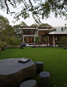 Wood Courtyard House Design by Hiren Patel Architects Architecturing Pictures