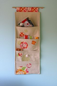 Sewing Fabric Storage hanging wall pocket would like to make something like this to hang at my back door for my bills and mail into. and letters to be mailed. Fabric Crafts, Sewing Crafts, Sewing Projects, Diy Projects, Sewing Toys, Sewing Ideas, Wall Pocket Organizer, Hanging Organizer, Hanging Storage Pockets