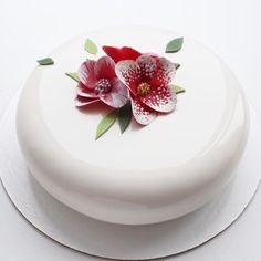 2,095 vind-ik-leuks, 20 reacties - Sweets Certified (@sweetscertified) op Instagram: 'Perfect White Glaze by @sweetburg '