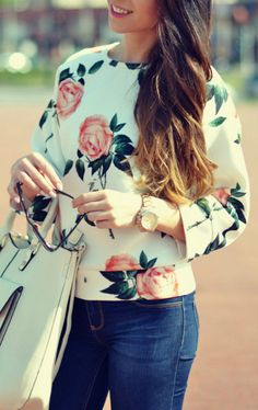We're setting you up with some Vintage Floral Print Round Neck Pullover Sweatshirt.Those shirts are what you'll throw on and never want to take off. Shop the latest trends at OASAP and you won't be disappointed!