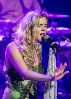 Joss Stone performing at a concert in Managua, Nicaragua in January Damian Marley, Joss Stone, Anne Of Cleves, Chris Martin, Aretha Franklin, Mind Body Soul, Her Music, Height And Weight, American Singers