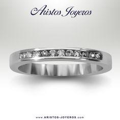 Banda de #Diamantes en oro blanco como argolla de matrimonio  #Elegancia  #Moda  #Diamantes