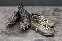 30s Yale Hyde Leather Football Cleats Football Cleats, Football Boots, Vintage Sport, Sports Games, Deconstruction, Vintage Stuff, Vintage Pictures, Hyde, Vintage Leather