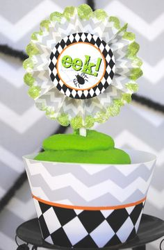 Want some non-so-scary Halloween party ideas? Check out the absolutely adorable elements from this Eek-O-Ween Halloween Party at Kara's Party Ideas today! Halloween Party Favors, Halloween Cupcakes, Halloween Candy, Spirit Halloween, Holidays Halloween, Halloween Kids, Circus Decorations, Halloween Decorations, Monster Party