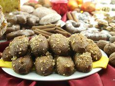 Συνταγή για μελομακάρονα σημαίνει παράδοση και γιορτές! Με μπόλικο σιρόπι για να αυξάνεται η απόλαυση! Apple Bars, Greek Desserts, Holiday Treats, Christmas Time, Almond, Sweets, Cookies, Chocolate, Ethnic Recipes