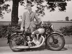 Google Image Result for http://www.oldclassiccar.co.uk/classic-motorcycle-images/motorcycle4.jpg