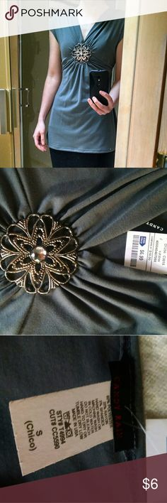 Nwt Jeweled cap sleeve candy rain top Never worn top with great jeweled detail. Size is small, but it us long. Maternity friendly? candy rain Tops Blouses