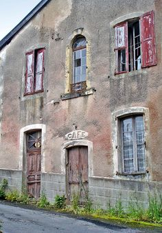 France, I'd love the dream house to be blank to the street with small windows like this