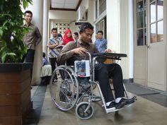 Mahasiswa UGM Buat Kursi Roda dengan Kendali Ekspresi Wajah