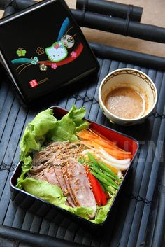 My Kitchen: Soba-Mixed Vegetables Salad with Syoyu-Sesame Dre. Japanese Salad, Japanese Noodles, Japanese Style, Asian Recipes, Healthy Recipes, Ethnic Recipes, Ono Kine Recipes, Japenese Food, Soba Salad