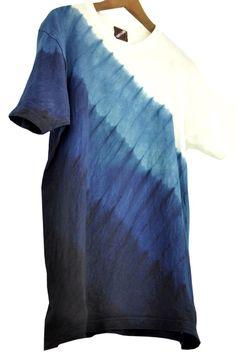 琉球藍染のサンプルグラデーションTシャツ。
