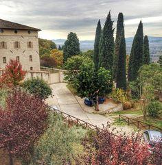 Assis...  Me hospedei em um convento de Clarissas. LEIA POST NO BLOG: Bendita acomodação. #assis #assisi #italy #italia