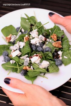 Baby Spinach, Blue Cheese and Blueberry Salad with Walnuts - Insalata di spinaci, roquefort, mirtilli e noci