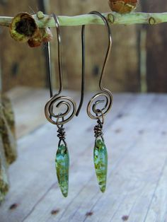 Hey, I found this really awesome Etsy listing at https://www.etsy.com/uk/listing/482430962/sea-foam-czech-glass-spike-beads-dangle