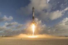 Wow! See Epic Views of SpaceX's 1st Spysat Launch and Rocket Landing