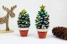 Sapin de Noël avec une pomme de pin - Noël - 10 Doigts