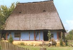 The Eliznik website is dedicated to the study of the traditional peasant culture in Romanian and Bulgaria Vernacular Architecture, House In The Woods, Old Houses, Farmhouse, House Design, Country Homes, Traditional, Bulgaria, House Styles