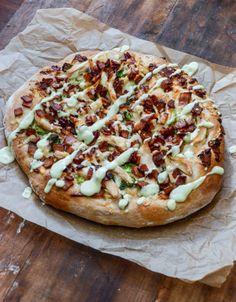 thanksgiving leftovers: turkey, bacon and avocado ranch pizza I howsweeteats.com