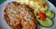 Tejfölben pácolt csirkemell tepsis reszelt krumplival recept képpel. Hozzávalók és az elkészítés részletes leírása. A Tejfölben pácolt csirkemell tepsis reszelt krumplival elkészítési ideje: 90 perc Meat Recipes, Chicken Recipes, Cooking Recipes, Healthy Recipes, Czech Recipes, Hungarian Recipes, Good Foods To Eat, Food Porn, Food And Drink