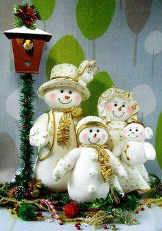 Christmas Elf Doll, Christmas Room, Christmas Sewing, Christmas Embroidery, Country Christmas, Christmas Holidays, Snowman Crafts, Decor Crafts, Christmas Crafts