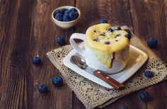 With at least 10 grams of protein, these five filling microwave breakfast recipes are ready in 10 minutes or less, so you'll have no excuse to skip the meal. Microwave Muffin, Easy Microwave Recipes, Microwave Breakfast, Microwave Cake, Healthy Breakfast Options, High Protein Breakfast, Breakfast Recipes, Blueberry Oatmeal, Oatmeal Muffins