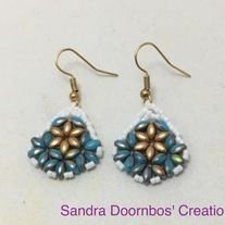 Made+with+Turquoise+blue+and+gold+super+duos+and+white+glass+seed+beads.+Made+with+silver+plated+non+tarnish+hypoallergenic+materials.