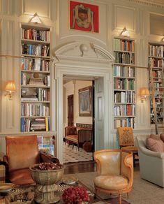 Bunny Williams Interior Design - New York Apartment II Home Library Design, House Design, Library Ideas, Bookshelf Lighting, Library Bookshelves, Library Ladder, Bookshelf Ladder, Library Wall, Home Libraries