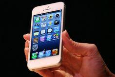 Depois de muita espera e especulação, o iPhone 5 foi lançado hoje pela Apple. O frenesi em torno da novidade não deixa de mostrar a dependência que a empresa tem do produto.