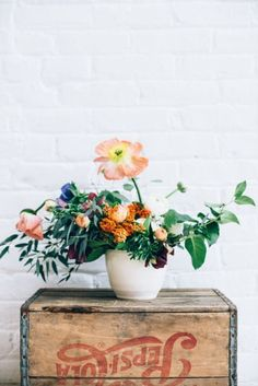 Spring flowers: http://www.stylemepretty.com/living/2015/04/09/how-to-dutch-inspired-floral-arrangements/ | Photography: Cambria Grace - http://www.cambriagrace.com/