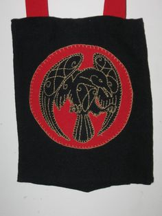 So pretty. Use those Disney 'Pictish' designs? They're not period, but they're attractive and well-balanced. Viking Designs, Celtic Designs, Larp, Embroidery Techniques, Embroidery Stitches, Celtic Art, Celtic Raven, Medieval Embroidery, Viking Garb
