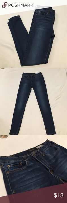 High Waisted Jeggings Only worn a few times! No damage. Let me know if you have any questions. The tag says size 4 but fit like a 5. Aeropostale Jeans Skinny