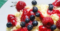 Kasza jaglana przepisy, kasza jaglana z musem malinowym i jagodami,kasza jaglana na slodko Fruit Salad, Breakfast Recipes, Food, Fruit Salads, Essen, Meals, Yemek, Eten