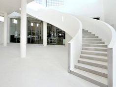 #Showwroom in culoarea alba | #trepte #Microtopping white www.concreteart.ro Concrete Art, White Concrete, Concrete Floors, Showroom, Stairs, Flooring, Balcony Ideas, Staircases, House