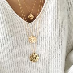 """Instants Plaisirs - Collier """"Médaille"""" 1,5cm martelée plaqué or Plaque, Gold Necklace, Jewelry, Fashion, Gold Plating, Silver, Jewerly, Moda, Gold Pendant Necklace"""