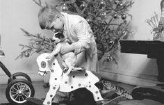 10 новогодних ретро фотографий http://artlabirint.ru/10-novogodnix-retro-fotografij/  10 ретро фотографий новогодних и рождественских праздников середины XX века. {{AutoHashTags}}