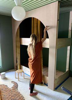 Sarah Sherman Samuel DIYed Her Son's Bunk Beds in a Weekend Hochbett Kinderzimmer Bunk Beds Built In, Kids Bunk Beds, Sarah Sherman Samuel, Farmhouse Side Table, Cute Dorm Rooms, Kids Room Design, Kid Spaces, Small Spaces, Kidsroom