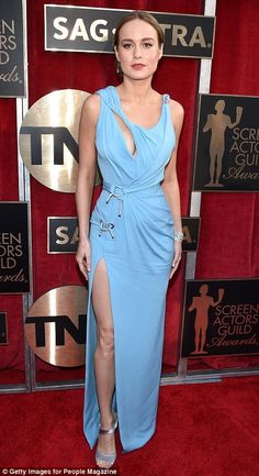 Pin for Later: See Every Gorgeous Look From the SAG Awards Brie Larson Wearing an Atelier Versace dress, Roger Vivier heels, and Tiffany & Co. Brie Larson, Atelier Versace, Carolina Herrera, Red Carpet Dresses 2016, Marchesa, Versace Dress, Sag Awards, Eva Longoria, Amanda Seyfried