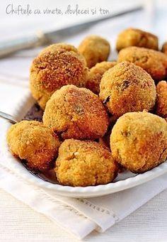 zucchini and eggplant balls Vegetarian Recipes Videos, Veg Recipes, Cooking Recipes, Romanian Food, Romanian Recipes, Salty Cake, Creative Food, I Foods, Food Videos