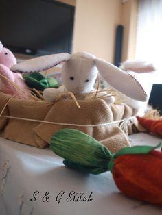 Süsse Osterhasen zum Knuddeln ! Jetzt Für Ostern -  das spezielle Geschenk bestellen bei S&G Stitch !! Watermelon, Dinosaur Stuffed Animal, Bunny, Stitch, Toys, Animals, Cuddle, Kid Games, Easter Bunny