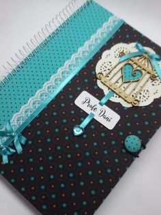 Cadernos Diy Notebook, Decorate Notebook, Notebook Covers, Journal Covers, Scrapbook Cover, Scrapbook Albums, Mini Albums, Altered Composition Notebooks, Attendance Chart