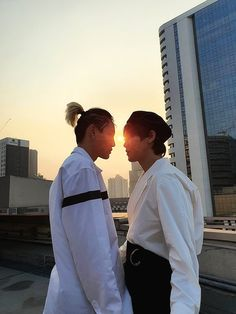 Boun Noppanut &Prem Warut Dama: Until We Meet Again - ด้ายแดงซีรีส์ Dramas, Parejas Goals Tumblr, Daddy Aesthetic, Theory Of Love, Asian Love, Cute Gay Couples, Idole, Korean Couple, Thai Drama