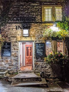 We've put together the ultimate itinerary to help you make the most of spending 2 days in the Peak District Cornwall England, Yorkshire England, Yorkshire Dales, Oxford England, London England, Skye Scotland, Highlands Scotland, Local Pubs, Peak District