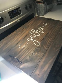 Like the simpleness Diy Wood Projects, Home Projects, Wood Crafts, Wooden Stove Top Covers, Stove Covers, Diy Kitchen, Kitchen Decor, Rustic Kitchen, Kitchen Ideas