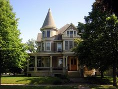 I want a turret somewhere maybe in the front of my dream house.